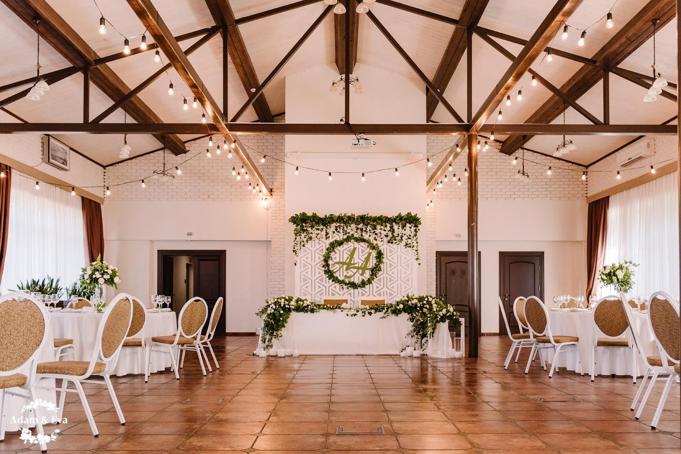 Как оформить свадебный стол