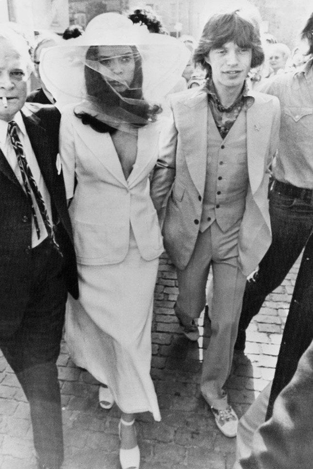 Мик и Бьянка Джаггер в Yves Saint Laurent, май 1971