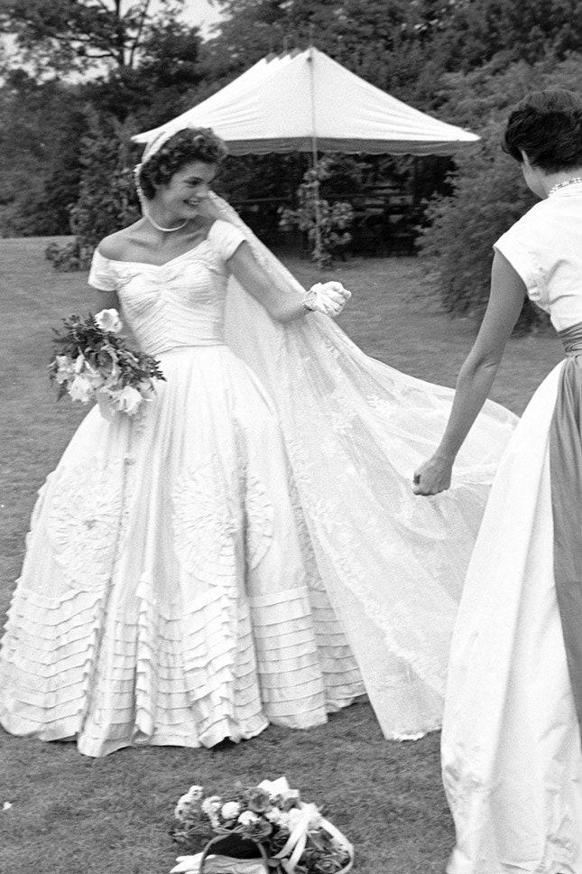Джеки Кеннеди в Anne Lowe, май 1952